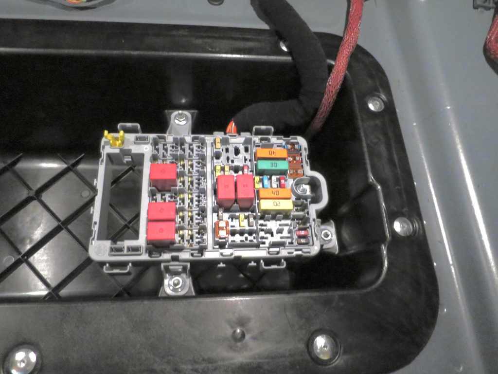 click image for larger version name: trunk fuse box jpg views  trunk lining  removal - alfa romeo